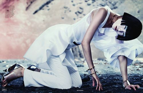 4-WANG_XIAO_ELLE_UK_MARCH_2013_MARCUS_OHLSSON-284-285