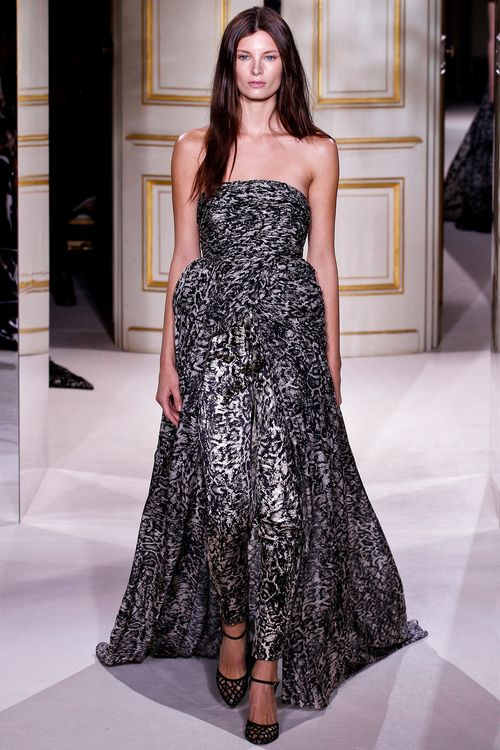 1-AVA_SMITH_GIAMBATTISTA_VALLI_COUTURE_SPRING_2013_GO_RUNWAY-20