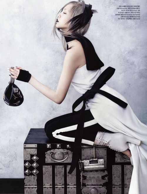 14-SOO_JOO_VOGUE_KOREA_JUNE_2013_HYE_WON_KANG